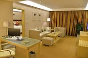 酒店到欢乐谷约2.6公里自选武汉欢乐谷/玛雅海滩水公园,住诺万森精品酒店(武汉欢乐谷店)