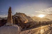 西藏市区100%纯玩全景1日游▶布达拉宫+大昭寺+八角街(门票+用车+保险)