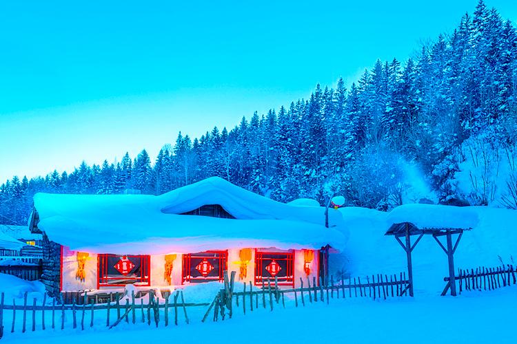 <魅丽北极>泡雪地温泉、滑雪3小时、漠河北极村+哈尔滨+亚布力+雪乡全景7日