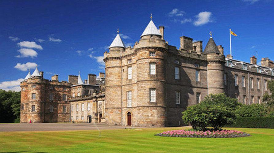 英国+爱尔兰大全景16日 皇室城堡+巨石阵+探秘尼斯湖+厄克特城堡七姐妹悬崖