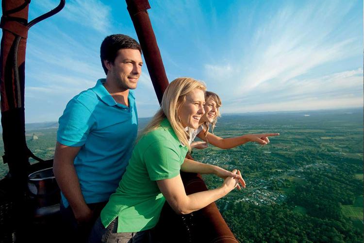 凯恩斯30分钟热气球飞行:市区酒店接送+亚瑟顿高原飞+浪漫日出+看袋鼠奔跑