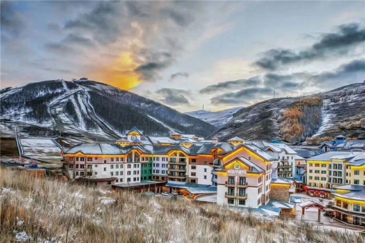 张家口崇礼滑雪包车游+太舞滑雪场含雪具滑雪票