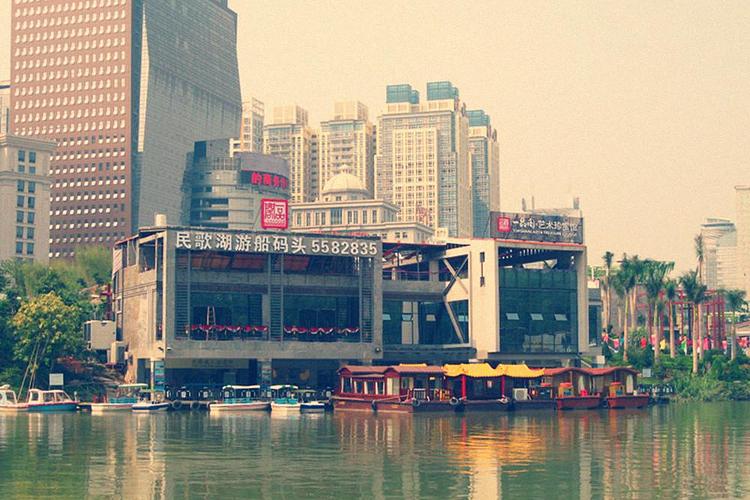南宁民歌湖游船旅游