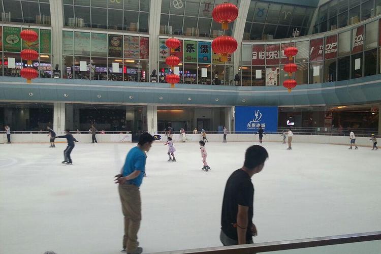 龙悦冰城滑冰旅游