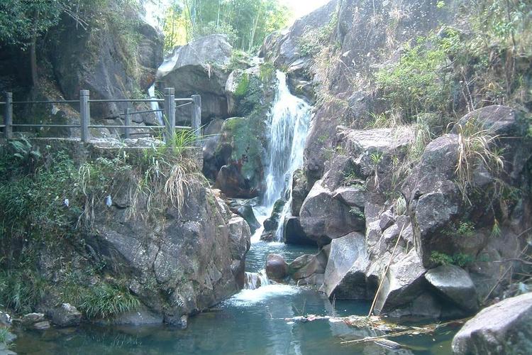 川龙瀑布旅游