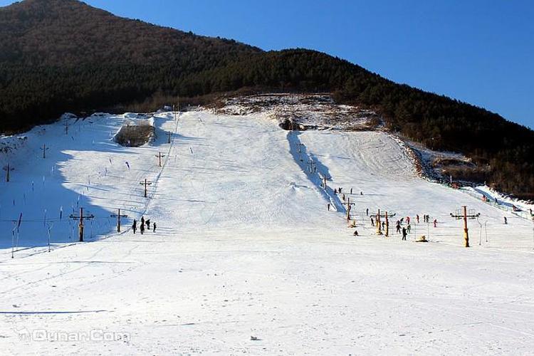 兴隆山滑雪场旅游