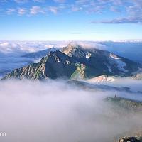 中天山雪峰