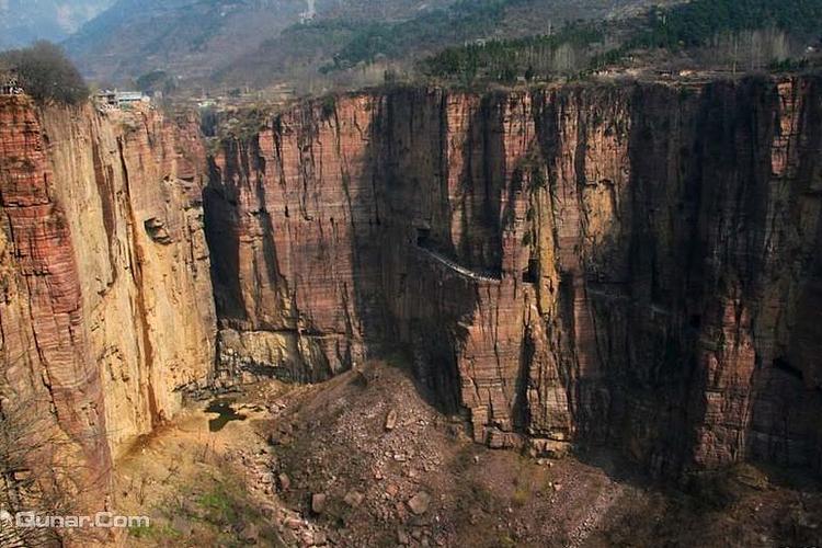红岩长廊旅游