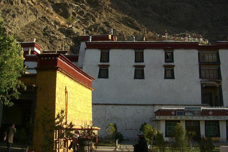 多吉扎寺旅游