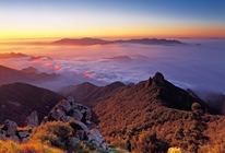 雾灵山两日游,宿庄上人家度假村,体验三里不同天,一山有三季的奇异之景