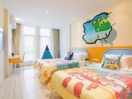 童趣主题住漫趣乐园酒店,游上海迪士尼乐园,酒店儿童游乐场、客房迷你吧免费享用及酒店往返迪士尼班车接送