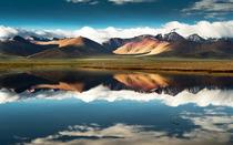 朝圣的人群,为西藏增添一道独特的风景,也为拉萨披上了一层神秘的面纱。