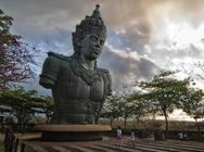 专车专导巴厘岛海神庙+乌鲁瓦图情人崖+神鹰广场+金巴兰海鲜BBQ一日游