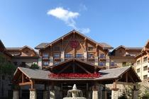 长白山万达喜来登度假酒店豪华房+双早+接送机+征西滑道+山地缆车观光