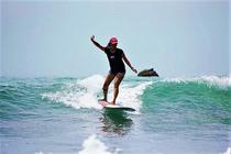 台湾 宜兰乌石双狮海滩冲浪新手体验教学【冲浪2小时】